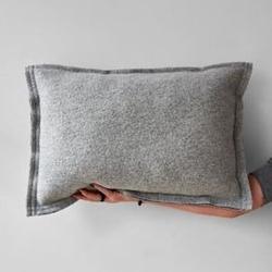 Moyha :: poduszka pięknie prosta jasno szara