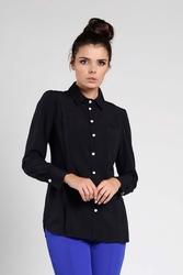 Czarna elegancka koszula z ozdobną plisą