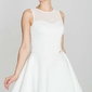 Ecru wyjściowa rozkloszowana sukienka bez rękawów z prześwitującym karczkiem