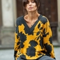 Sweter w kwiaty z dekoltem v - model 4