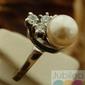 Piramida - srebrny pierścionek z perłami i cyrkoniami