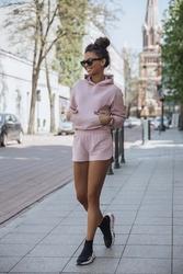 komplet dresowy bluza kangurka + szorty - różowy
