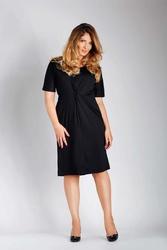 Czarna dopasowana sukienka z ozdobnym marszczeniem plus size