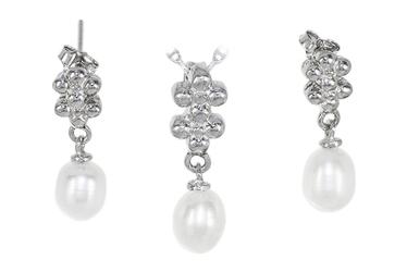 Srebrny komplet biżuterii z perłami