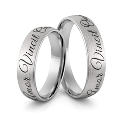 Obrączki srebrne z sentencją amor vincit omnia i czarną emalią - wzór ag-369
