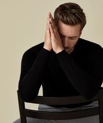 Elegancki czarny sweter polo z długimi rękawami  s