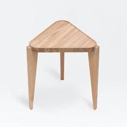 Swallows tail furniture :: stolik bontri triangle