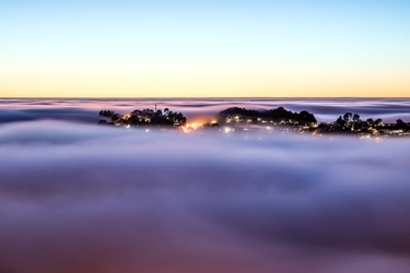 Fototapeta mgła unosząca się nad miastem fp 1517