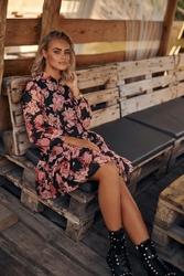 Romantyczna sukienka w kwiatowy wzór - model 5