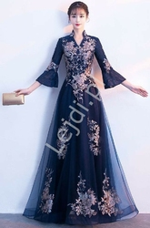 Granatowa suknia wieczorowa z rozszerzanym rękawem 34, zdobiona haftowanymi kwiatami