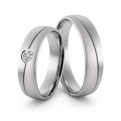Obrączki ślubne z białego złota palladowego z sercem i brylantami - au-971