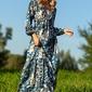 Rozkloszowana  maxi sukienka w niebieskie kwiaty