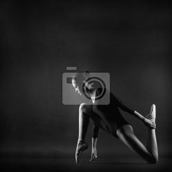 Obraz portret młodej pięknej kobiety gimnastyczki