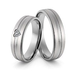 Obrączki ślubne z białego złota niklowego z sercem i brylantami - au-963
