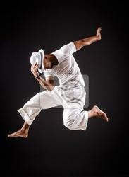Obraz tańce tancerz w białym ubraniu