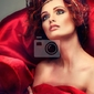 Obraz czerwone włosy. portret pięknej dziewczyny w czerwonej tkaniny