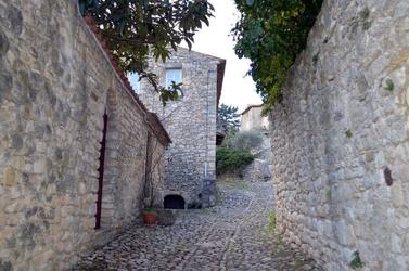 Fototapeta stara wioska droga między zabudowaniami fp 2208