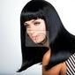 Fototapeta piękna brunetka kobieta z długimi czarnymi prostymi włosami