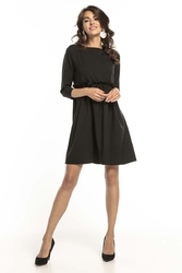 Czarna sukienka odcinana pod biustem