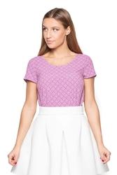 Różowy t-shirt z delikatny wzorem