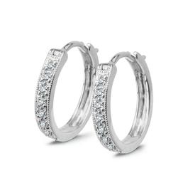 Staviori Kolczyki. 16 Diamentów, szlif brylantowy, masa 0,12 ct., barwa G-H, czystość SI1. Białe Złoto 0,750. Wymiary 13x2,2 mm.