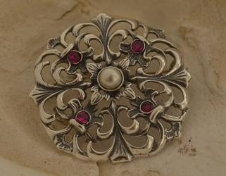 Dorota - srebrna broszka perła i rubiny