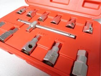 Zestaw kluczy do korków olejowych 38quot; 12 sztuk silver
