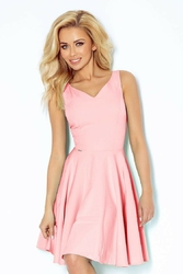 Różowa rozkloszowana sukienka z dekoltem v