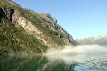 Fototapeta mgła unosząca się nad jeziorem fp 2082