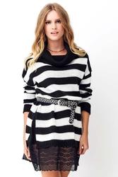 Ecru długi sweter w pasy z koronką