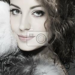 Obraz zdjęcie seksualnego pięknej dziewczyny w futra ubrania