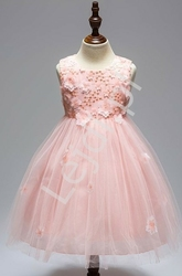 Sukienka tiulowa ozdobiona kwiatami w kolorze jasno różowym dla dziewczynek