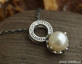Alli - srebrny wisiorek z perłą i kryształkami