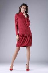 Czerwona dzianinowa sukienka z golfem z obniżoną talią
