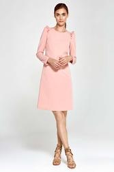 Różowa sukienka trapezowa z małymi falbankami