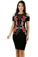 Klasyczna czarna sukienka z haftowanymi aplikacjami - różami z wycięciem na ramiona 068