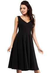 Czarna koktajlowa sukienka z rozkloszowanym dołem