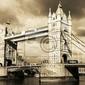 Fototapeta archiwalne widok na tower bridge w londynie. sepia stonowanych.
