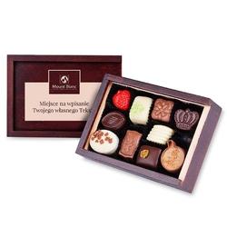 Szkatułka smooth z wygrawerowanym twoim tekstem. czekoladki z napisem