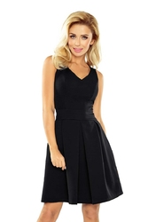 Czarna sukienka z szerokim dołem w kontrafałdy