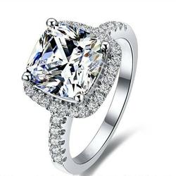 Zaręczynowy pierścionek z dużym oczkiem