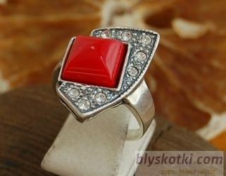 Moroni - srebrny pierścionek z koralem i kryształkami