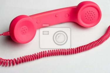Fototapeta różowy telefon i kabel na białej powierzchni