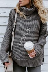 Szary grubo dziergany sweter damski z golfem