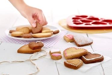 Forma do wykrawania ciastek puzzle hearts lekue 0200160r01m017