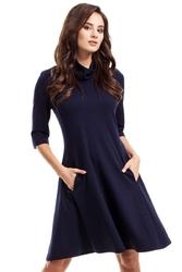 Granatowa sukienka rozkloszowana z półgolfem