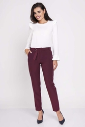 Bordowe eleganckie spodnie w kant z paskiem