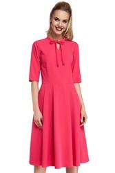 Różowa sukienka elegancka rozkloszowana z wiązaniem przy dekolcie