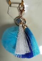 Brelok do torebki, pompon z futerka w kolorze turkusowym z trzema chwostami- chabrowym, turkusowym i białym