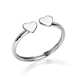 Staviori Pierścionek. Srebro 0,925. Wymiary 11x5 mm. Szerokość obrączki ok. 1,5 mm.   Miłość czuć w powietrzu z tym prześlicznym srebrnym pierścionkiem.